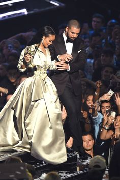 Rihanna: VMAs 2016 Performance Videos - Watch Every Clip!: Photo Rihanna hit the stage four times throughout the 2016 MTV Video Music Awards and you can watch all of the performances right here! Rihanna Et Drake, Best Of Rihanna, Mode Rihanna, Rihanna News, Rihanna Love, Rihanna Style, Rihanna Fenty, Rihanna Instagram, Bae