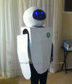 Coolest Homemade Wall-E and Eve Couple Costumes - 5