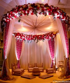 Floral wedding arrangements breathe freshness, beauty and elegance. The key is to know what kind of arrangements work best for your wedding. Here are 5 floral arrangement ideas that make a statement and work beautifully with all kinds of wedding them Wedding Ceremony Ideas, Desi Wedding Decor, Wedding Hall Decorations, Luxury Wedding Decor, Wedding Mandap, Wedding Scene, Floral Wedding, Wedding Receptions, Budget Wedding