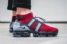 "Nike's Air VaporMax Utility Gets Suited in ""Team Red/Obsidian"" Running Shoes For Men, Lacoste Sneakers, Women's Sneakers, Sneakers Fashion, Sneaker Trend, Sneakers N Stuff, Nike Air Vapormax, England Patriots, Sports Shoes"