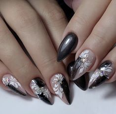 Nail Art Designs Images, Black Nail Designs, Fall Nail Designs, Chic Nails, Black Nails, Eyelashes, Nailart, Red, Beauty