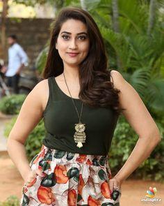 Manjusha Indian Actress Images, South Indian Actress, Indian Actresses, Beautiful Girl Indian, Most Beautiful Indian Actress, Beautiful Saree, Beautiful Women Videos, Most Beautiful Women, Sneha Saree
