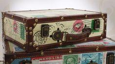 4 valises de style rétro en ancien déco sur le thème du voyage