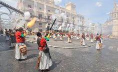 .Las fiestas de Moros y Cristianos de Alcoy (Alicante, España),  son una fiesta popular que incluye la representación de la lucha entre dos bandos, musulmán y cristiano.