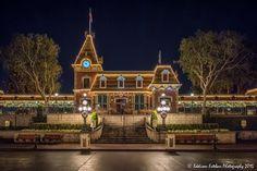 Disneyland Christmas, Disneyland Resort, Main Street, Big Ben, Mansions, House Styles, Building, Travel, Home