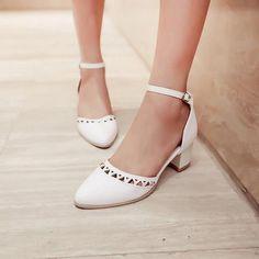 Spitzschuh-High-Heels-Sandalen-Damen-Pumps-Schuhe 8223 Source by billiemaloney Women's Pumps, Pump Shoes, Shoes Heels, Heeled Sandals, Low Heel Shoes, Manolo Blahnik Heels, Outfit Trends, Sandals Outfit, Studded Heels