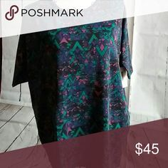 Lularoe Irma Tunic XXS (fits 0-4) high/low so it comes to middle of thigh and covers the bum. It is perfect for wearing with leggings. Cotton blend. LuLaRoe Tops Tunics