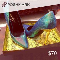 Privileged Ladies Heels Verge-Green Iridescent size 7.5 Shoes Heels