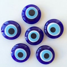 He encontrado este interesante anuncio de Etsy en https://www.etsy.com/es/listing/245895806/evil-eye-magnet-turkish-evil-eye-glass
