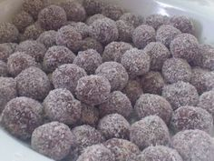 TRUFAS DE CHOCOLATE Y GALLETAS MARÍA Sweet Recipes, Dog Food Recipes, Easy Recipes, Chocolate World, Chocolate Chocolate, Biscotti Cookies, Small Desserts, Crazy Cakes, Clean Eating Snacks