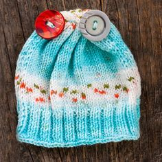 Knitted baby hat with 2 buttons