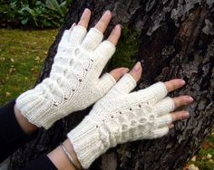 Crochet Gloves Pattern, Knitting Socks, Fingerless Gloves, Arm Warmers, Mittens, Winter Fashion, Crafts, Style, Knitted Gloves