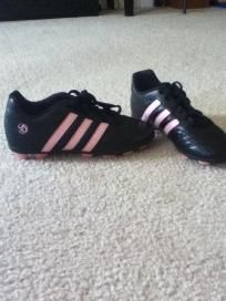 Youth Soccer Shoes (Good condition)- FREE SHIPPING