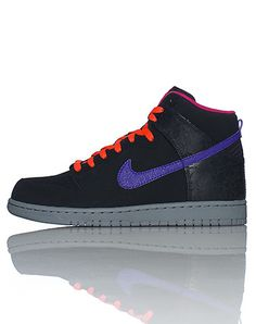 213da361569 NIKE High top men s sneaker Lace up closure Padded tongue with NIKE logo  Signature swoosh on sides o.