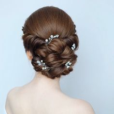 Simple Wedding Hairstyles That Prove Less Is Indian Bridal Hairstyles, Simple Wedding Hairstyles, Up Hairstyles, Braided Hairstyles, Haircuts, Short Hair Cuts, Short Hair Styles, Bridal Hair Buns, Bun Hair
