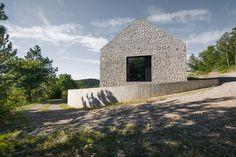 Einfamilienhaus in Slowenien / Satteldach aus Beton - Architektur und…