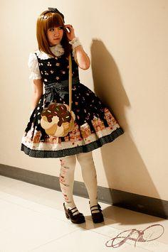 Amazing bittersweet lolita outfit!  atchocochocopretty:    cute lolita