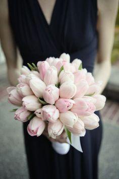 El más hermoso ramo de novia con tulipanes - Emily Dawn Photography