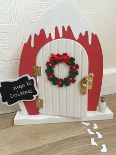 Amazing Snow Christmas Decorations You Need To Know - Onechitecture Christmas Craft Fair, Christmas Gingerbread House, Christmas Fairy, Christmas Makes, Christmas Door, Simple Christmas, Christmas Ornaments, Mdf Christmas Decorations, Miniature Christmas