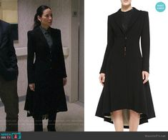 Joan's long black coat on Elementary Schwarzer Mantel Outfit, Fashion Tv, Fashion Outfits, Black Dress Red Carpet, Black Coat Outfit, Dynasty Clothing, Langer Mantel, Style Me, Lucy Liu