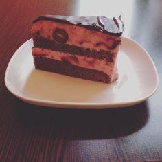 Joghurtos meggy torta nagyon csokis brownie alapon. Tiramisu, Cake, Ethnic Recipes, Desserts, Food, Tailgate Desserts, Deserts, Kuchen, Essen