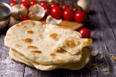 Come realizzare il pane arabo senza lievito? Ecco la ricetta che fa per noi! Diy Food, Diet Recipes, Pizza, Food And Drink, Baking, Ethnic Recipes, Anna, Honey, Baking Soda