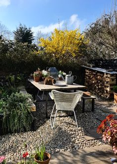 Oak Sleepers, Sleepers In Garden, Outdoor Food, Outdoor Decor, Rock Garden Design, Black Fence, Garden Table And Chairs, Garden Deco, Garden Inspiration