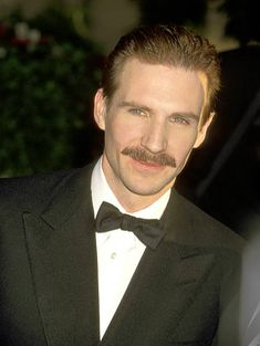 Ralph Fiennes attending the 54th Annual Golden Globe Awards 19.01.1997