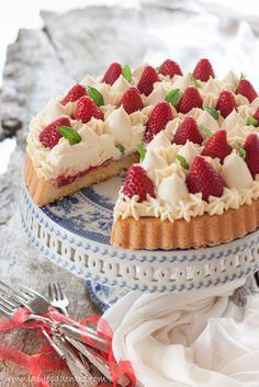 Crostata con base soffice alla crema di mascarpone e fragole | La Cuoca Dentro