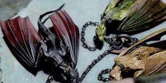 Game Of Thrones - TV Série - books (livros) - A Song of Ice and Fire (As Crônicas de Gelo e Fogo) Arte Game Of Thrones, Game Of Thrones Series, Game Of Thrones Dragons, Got Dragons, Mother Of Dragons, Fantasy Creatures, Mythical Creatures, Daenerys Targaryen, Khaleesi