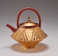 Chieko-Yorigami-ceramic-teapot