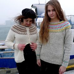 Gamaldags Icelandic lopi yoke sweater knittig pattern from the Icelandic knitter Crochet Quilt, Knit Crochet, Fair Isle Knitting, Hand Knitting, Knitting Designs, Knitting Patterns, Knitting Ideas, Crochet Patterns, Old Sweater