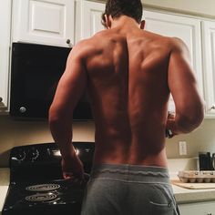 """Texas, Y'all on Instagram: """"Chef Curry with the bacon and eggs this morn' DAMNIT why does everything I type turn to pizza... Oh well, that's for another day. Go follow my fav accounts on the right! @smokenmen @boysallover @sixpacksheaven @lookatdatbod @gohandsome"""""""