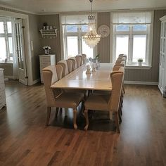 Sofaen er inntatt, ha en fin fredagskveld❤ #kitchen #myhome #interiør #interior #mynorwegianhome #interior125 #interiordesign #finehjem #love #design #classy #shabbychic #shabby