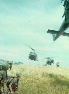 35th Infantry Regiment soldiers await extraction. - Vietnam War