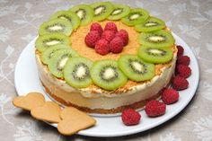 Denne kaken må du bare prøve! Kaken smaker rett og slett himmelsk. Pepperkakebunn (ja, pepperkaker)og deilig is med smak av appelsin...
