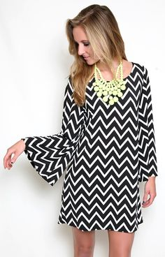 Heavenly Chevron Dress and chunky neon necklace Look Fashion, Fashion Outfits, Womens Fashion, Fashion Ideas, Cute Dresses, Casual Dresses, Bcbg, Chevron Dress, Spring Summer