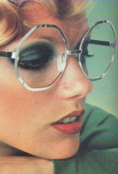 GOLDEN /// vintage / golden aesthetic / vintage aesthetic / orange / red / yello… – Brille Make-up Patti Hansen, Lauren Hutton, 70s Fashion, Vintage Fashion, Timeless Fashion, Fashion Outfits, Sixties Makeup, Easy Movies, Vintage Glasses Frames