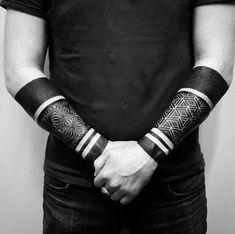 blackwork tattoo männer ideen unterarme identische tattoos #samoantattoosleg #samoantattoosband