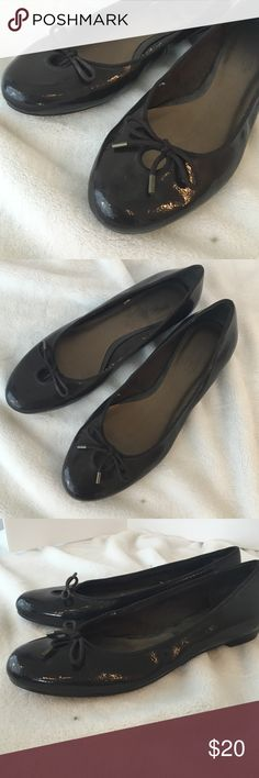 Anne Taylor Loft flats Brown Loft flats with peep hole and little bow on top. Anne Taylor Loft LOFT Shoes Flats & Loafers