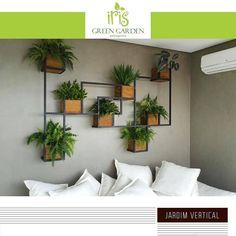 A imagem pode conter: interiores House Plants Decor, Plant Decor, Interior Design Living Room, Living Room Designs, Wall Design, House Design, Vertical Garden Design, Bedroom Decor, Wall Decor