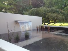 Waterval, vijver, waterelement in gelakte aluminium. Onderhoudsarm en heel duurzaam. Maatwerk Tropical Garden, Ranch, Projects To Try, Design Inspiration, Landscape, Ponds, Landscaping Ideas, House, Gardening