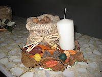 Centros navideños elaborados con frutos y flores secas.