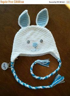 Retrouvez cet article dans ma boutique Etsy https://www.etsy.com/ca-fr/listing/258025493/tuque-lapin-en-tricot-bonnet-animal