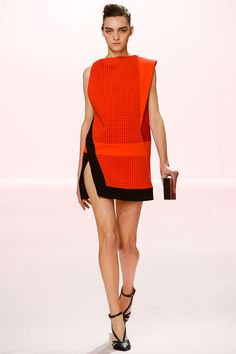 Pedro Lourenco - Pasarela; amé lo asimétrico de este vestido *.*