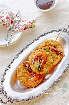 Ote Ote or Bakwan Udang (Javanese Shrimp Cake) Prawn Recipes, Seafood Recipes, Asian Recipes, Cooking Recipes, Asian Foods, Indonesian Desserts, Indonesian Cuisine, Indonesian Recipes, Ocean Food