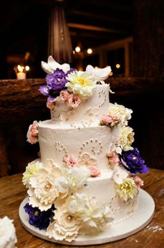 Romantic and vintage, i like the flowers more than the actual cake part