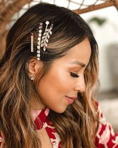 Glamorous Hair Accesories & Hairstyle Inspiration You Should Try For This Festive Season! Bobby Pin Hairstyles, Headband Hairstyles, Hair Scarf Styles, Curly Hair Styles, Haircuts For Wavy Hair, Glamorous Hair, Hair Accessories For Women, 90s Accessories, Hair Trends