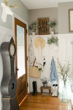 Add seasonal touches to your entryway. Use a coat rack, shelving unit, bench, or any other piece of storage in your foyer or mudroom to display hanging greens. We especially love the hanging tote full of flowers. Mudroom Cabinets, Estilo Country, Spring Home, Entryway Decor, Entry Foyer, Front Entry, Entry Wall, Cottage Style, Vintage Decor