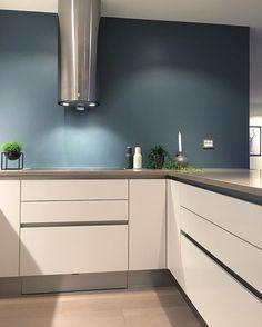 Kitchen Ideas Modern Blue Ideas For 2019 Modern Home Interior Design, Monochrome Living Room, Kitchen Design, Blue Bedroom Walls, Kitchen Inspirations, Home And Living, Modern Kitchen, New Kitchen, Kitchen Interior